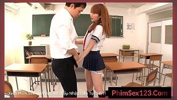 Em nữ sinh cùng bạn trai làm tình sau giờ học - PhimSex123.com