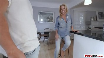 Blowjob can makes her a cool and trendy stepmother - 69VClub.Com