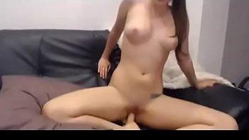 Next door girl from USA masturbating with her favorite vibrator صورة