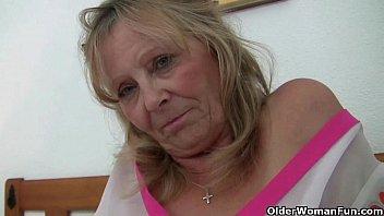 Grandma with big tits masturbates and gets finger fucked Vorschaubild
