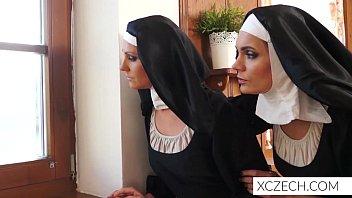 Pornô louco estranho com freiras e monstro cathlic