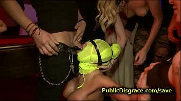 Huge tittied bound babe anal fisted Vorschaubild