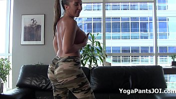 Alexis Rain in her sexy yoga pants