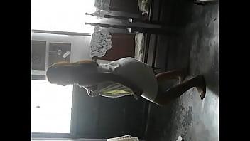 G bailando reggaeton en paño