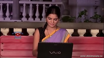 Desimasala.co -  Priya Tiwari Seducive Romance With Her Boyfriend