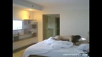 (HIDDEN CAMERA) Asian hooker's hotel blowjob