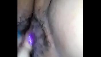 Mi gorda jugando con su jugosa vagina