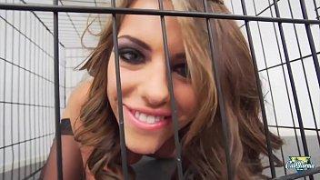 Adriana Chechik soumission et sodomie pour la sexy brunette
