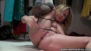 American milf Rebecca Nollan rubs her pantyhosed pussy