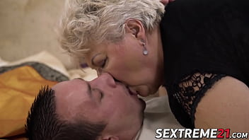 Fat grandma doggystyled and jizzed on her big tits 6分钟
