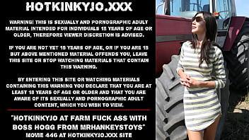 Hotkinkyjo at public farm fuck her ass with Boss Hogg from mrhankeystoys