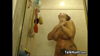 Thick Cam Slut Masturbates And Showers