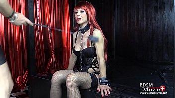 Angelina beim BDSM Sklaven-Casting