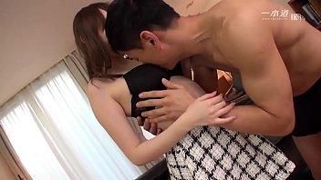 美熟女優の希咲あやさんが一本道の人気シリーズ「はだかの履歴書」で今まで晒したことのない素の顔を魅せてくれます。 2