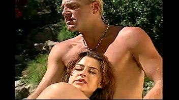 Tammy usa su cuerpo para saldar una deuda de su marido con la mafia