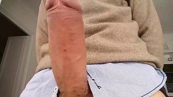 bel gris erecto con su pija enorme