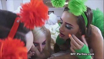 Alien chicks blowing hard dick 6分钟