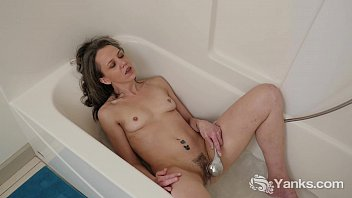 Solo pee tubs Slim micah masturbating with the shower head