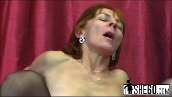 Vovó ruiva sacanagem Ivet recebe seu imbecil faminto úmido fodido duramente