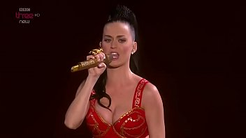 Katy perry hot and sexy Katy perry - i kissed a girl,live performance,in super sexy outfit