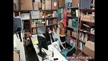 Desperate Daughter Caught Shoplifting With Mother Vorschaubild
