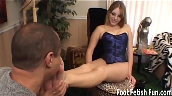 Stroke your cock for MILF Nikki's perfect feet