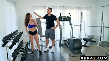 MILF gym workout on the big dick of her personal trainer