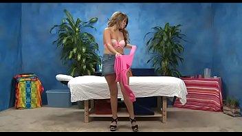 Секс после эротического массажа с лысым парнем