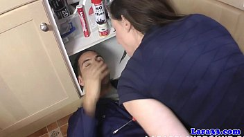 Milf facialized after draining plumbers pump