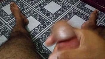 Masturbando meu pau pensando em uma buceta casada