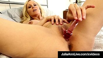 Hairy cougar clips Busty milf julia ann bangs her beautiful bare box with dildo