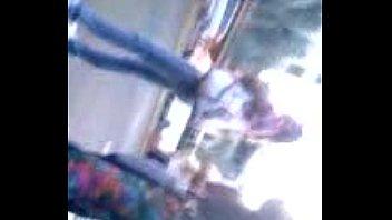 Culo en licra de colores en paradas de bus