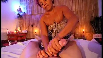 Gostosa Faz massagem em pau do cabeção enorme. thumbnail