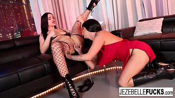 Sexy Jezebelle Bind makes sure Trina Rush comes all over her face!