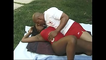 Baywatch black slut Kenya screams out of pleasure when her man lick her pussy
