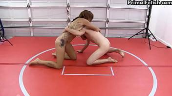 Nude Wrestling Supremacy - Ladies Dominate Men! Vorschaubild