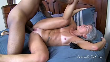 She started yanking on his dick - Dr makes house call 4 trailer