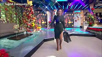 Imagenes del upskirt de ingrid coronado - Ingrid coronado nalgotas en vestido verde entallado vla 25dic17 2