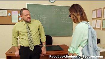 Hot School Girl Alina Li ฝรั่งเย็ดสดคาห้องเรียน