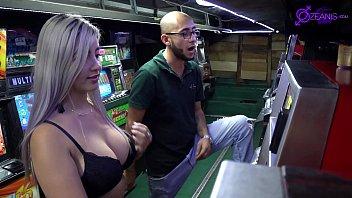 Casino con latinas calientes #1(soldier huge cock y Ashley Grey X)