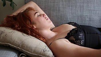 Free female amatuer masturbation video - Yanks redhead molly broad masturbates