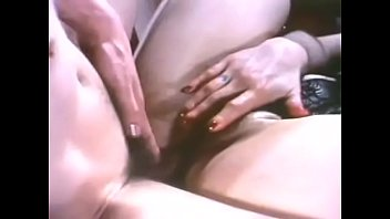 Amatuer wife shows pussy