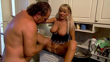 Mature Mom fucks in kitchen - Winnie - 69VClub.Com