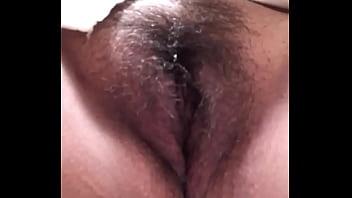 Se masturba en el baño