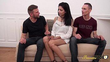 13573 Mélissa fait une vidéo porno pour l'enterrement de vie de garçon de son futur mari preview