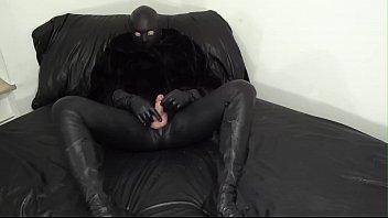 Jerk in leather clad legs