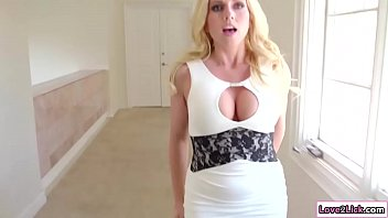 Stepdaughter shows stepmom how to squirt 6 min