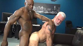 Gay hairy black men - Negão comendo o vovo