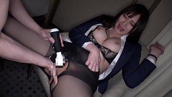 «素人»ホテルで素人巨乳OLが着衣で快感プレイしちゃう映像www