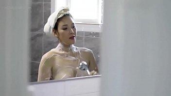 Lén nhìn mẹ kế tắm và cái kết sướng cặc